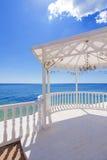 Hochzeitspavillon durch das Meer Lizenzfreies Stockbild