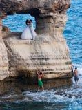 Hochzeitsphotographie von neuen verheirateten Paaren Stockbild