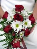 Hochzeitsring und -blumenstrauß Lizenzfreie Stockfotos