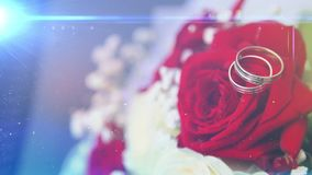Hochzeitsringe mit Blumen stock video footage