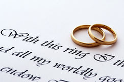 Hochzeitsringe und -versprechen stockbilder