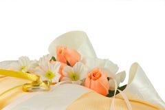 Hochzeitsringkissen lizenzfreie stockfotos