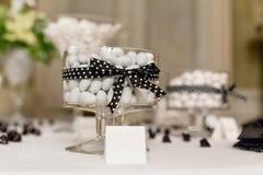Hochzeitssüßigkeitsbuffet stockbilder