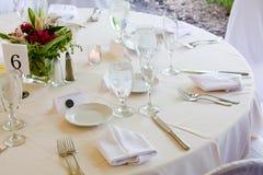 Hochzeitstabelle stellte für das feine Speisen ein Stockfotos