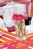 Hochzeitstabellenset für den Spaß, der während eines Bankettereignisses - Lots O speist Lizenzfreies Stockbild