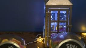 Hochzeitstafel-Dekorations-Laterne mit Lichtern lizenzfreies stockfoto