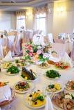 Hochzeitstafel mit Lebensmittel Stockbild