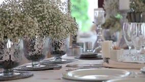 Hochzeitstafel und Dekoration stock video