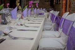 Hochzeitstafel verziert für Paare Lizenzfreie Stockbilder