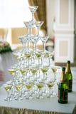 Hochzeitstafeleinstellung im Restaurant Lizenzfreies Stockfoto