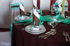 Hochzeitstafelsatz mit Dekoration für das Geldstrafenspeisen oder ein anderes versorgtes Ereignis Stockbild