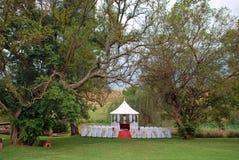 Hochzeitstag-Schauplatz-Einstellung lizenzfreies stockfoto