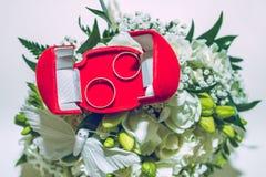Hochzeitstag, zwei Ringe Stockbild