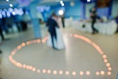 Hochzeitstanz auf Kerze Herzen Lizenzfreies Stockbild