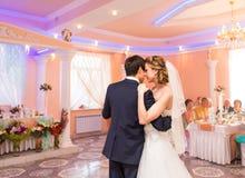 Hochzeitstanz der Braut und des Bräutigams Stockbilder
