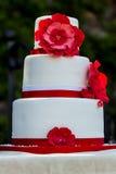 Hochzeitstorte mit Blumen Lizenzfreies Stockfoto