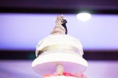 Hochzeitstorte mit bokeh stockfotografie