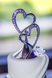 Hochzeitstorte mit doppeltem Herz-Deckel Lizenzfreie Stockfotos