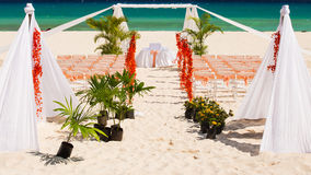 Hochzeitsvorbereitung auf mexikanischen Strand Lizenzfreie Stockbilder