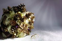 Hochzeitswinterblumenstrauß Stockbild