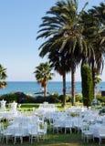 Hochzeitszeremonie im Freien auf dem Strand Stockfotografie
