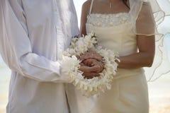 Hochzeitszeremonie mit Ringen stockbild