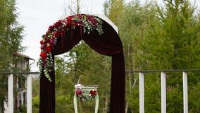 Hochzeitszeremonie und Hochzeitsdekorationen stock footage