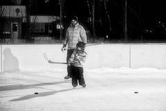 Hockey extérieur en noir et blanc Photos libres de droits