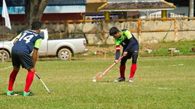 hockey extérieur Joueur de hockey dans l'action pendant les jeux nationaux de la Thaïlande photos stock