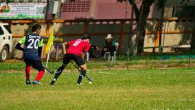 hockey extérieur Joueur de hockey dans l'action pendant les jeux nationaux de la Thaïlande photographie stock