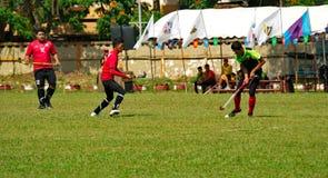 hockey extérieur Joueur de hockey dans l'action pendant les jeux nationaux de la Thaïlande photographie stock libre de droits