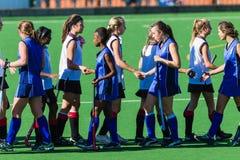 Hockey-Mädchen-Händedrücke Lizenzfreie Stockfotografie