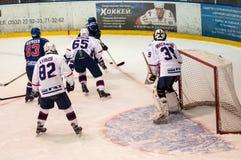 Hockey met de puck, Royalty-vrije Stock Fotografie