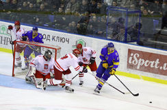 Is-hockey modiga Ukraina vs Polen Royaltyfri Foto