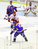 Is-hockey modiga Ukraina vs Polen Arkivfoton