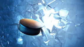 Hockey-Puck gesprengt durch Eis Stockbild