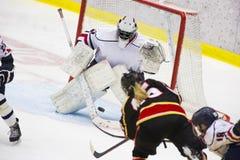 Hockey sobre hielo de las mujeres fotografía de archivo