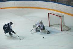 Hockey sobre hielo del ataque foto de archivo libre de regalías