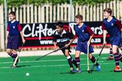 Hockey-Spieler-Schulen, die Astro spielen Stockbilder