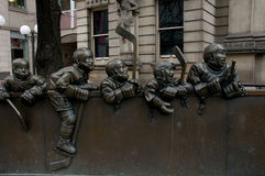 Hockey-Statue - Toronto - Kanada lizenzfreie stockfotos