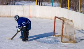 Hockey in the street. The goalkeeper at a gate, observes of game Royalty Free Stock Photo