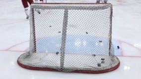 Hockey utfärda utegångsförbud för closeupen arkivfilmer