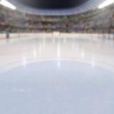 Hockeyarena med fans i ställningarna och kopieringsutrymmet royaltyfri bild