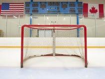 Hockeynetz mit Anzeigetafel lizenzfreies stockfoto
