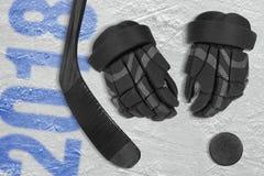 Hockeyseizoen in 2018, hockeytoebehoren op ijs Royalty-vrije Stock Afbeeldingen