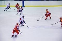 Hockeyspieler in der Tätigkeit Lizenzfreies Stockbild
