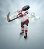 Hockeyspieler gibt starken Durchlauf lizenzfreie stockbilder