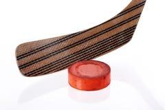 Hockeysteuerknüppel und Koboldnahaufnahme Lizenzfreie Stockbilder