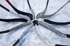 Hockeyteam gezette putter rond de wasmachine stock foto's