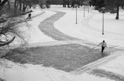 Hockeytijd op de winterstraten royalty-vrije stock afbeeldingen